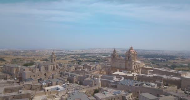 Letecký pohled na Mdiny, opevněné tiché město na Maltě, bývalé hlavní město Malty
