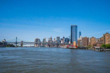 Ferry crossing Hudson river to Manhattan near Manhattan brdige.