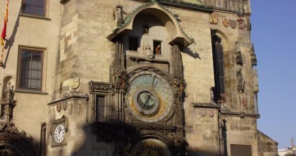 Česká republika, Praha. Staré náměstí. Starověké astronomické hodiny na staré radnici. 4k