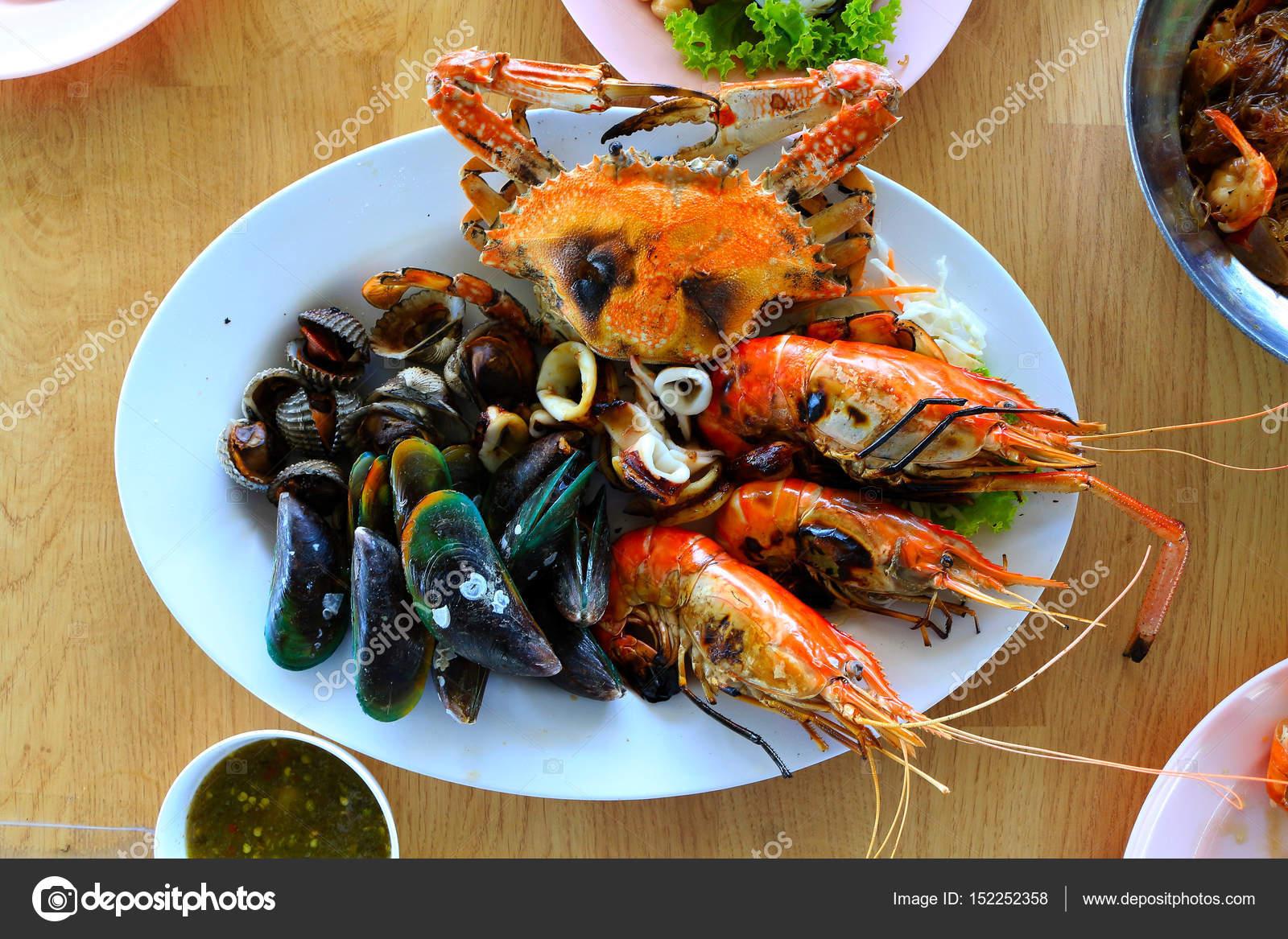 Deniz ürünleri ızgara karides kalamar yengeç ve midye kadar yakın– stok imaj 7ca076f2ef