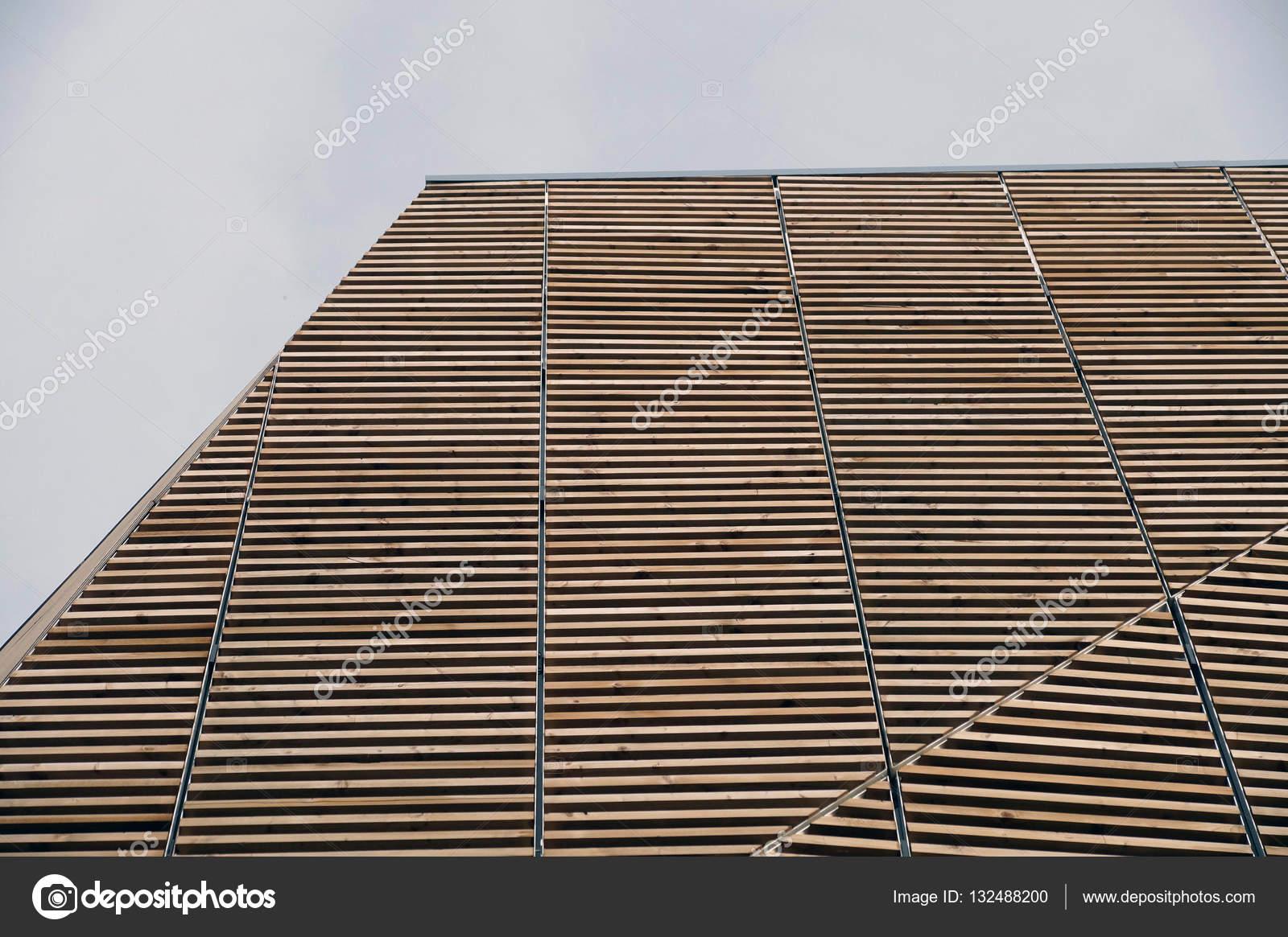 Moderne holzarchitektur  der moderne Holzarchitektur in Brettschichtholz auf blauen Himmel ...