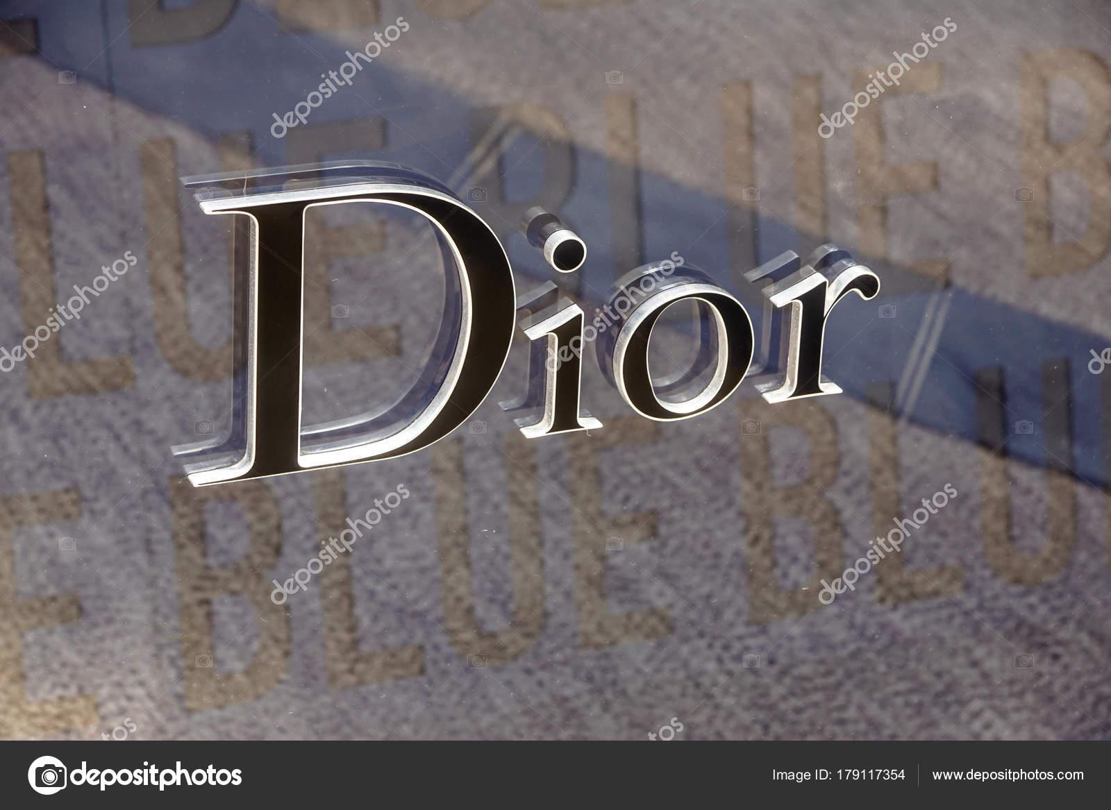 Франция Монако - 10 сентября 2017. Dior одежду хранить знак и логотип. Dior- a5425954e2e