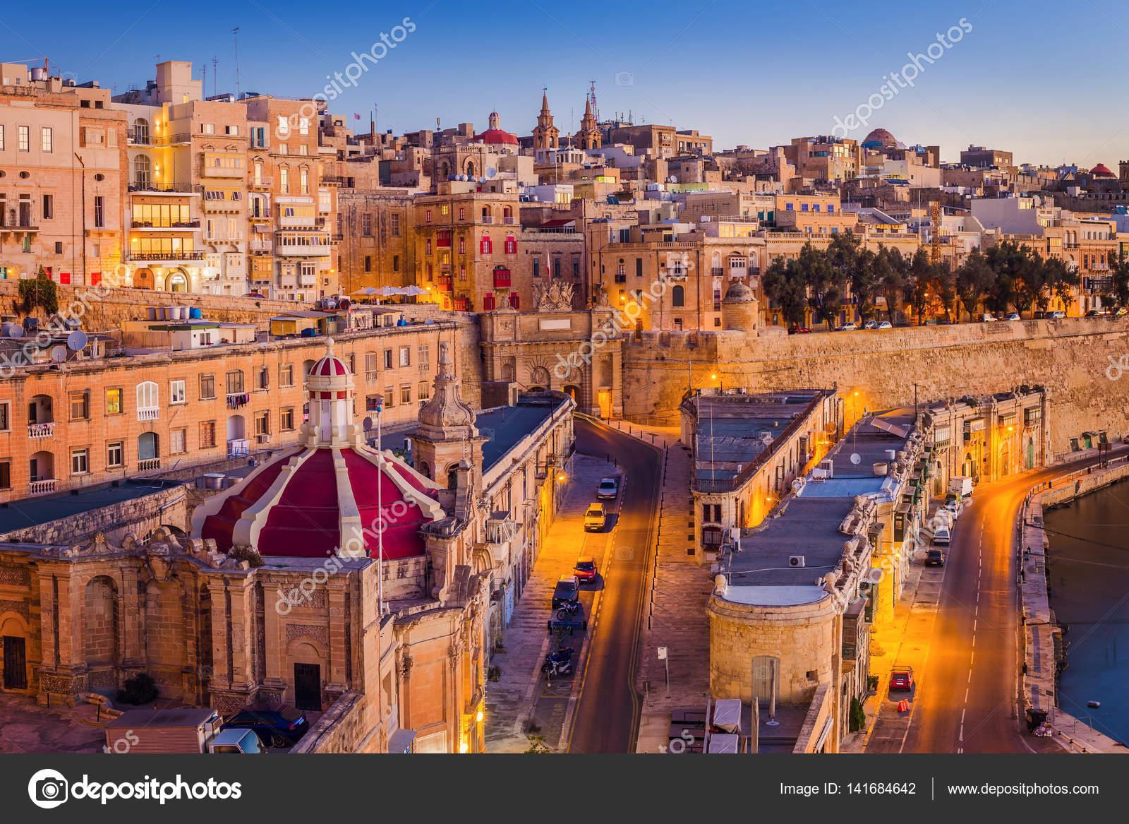 Valletta malta le tradizionali case e mura di la for Foto di case tradizionali