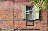 Ablak-ból egy régi orosz színes kőkunyhó