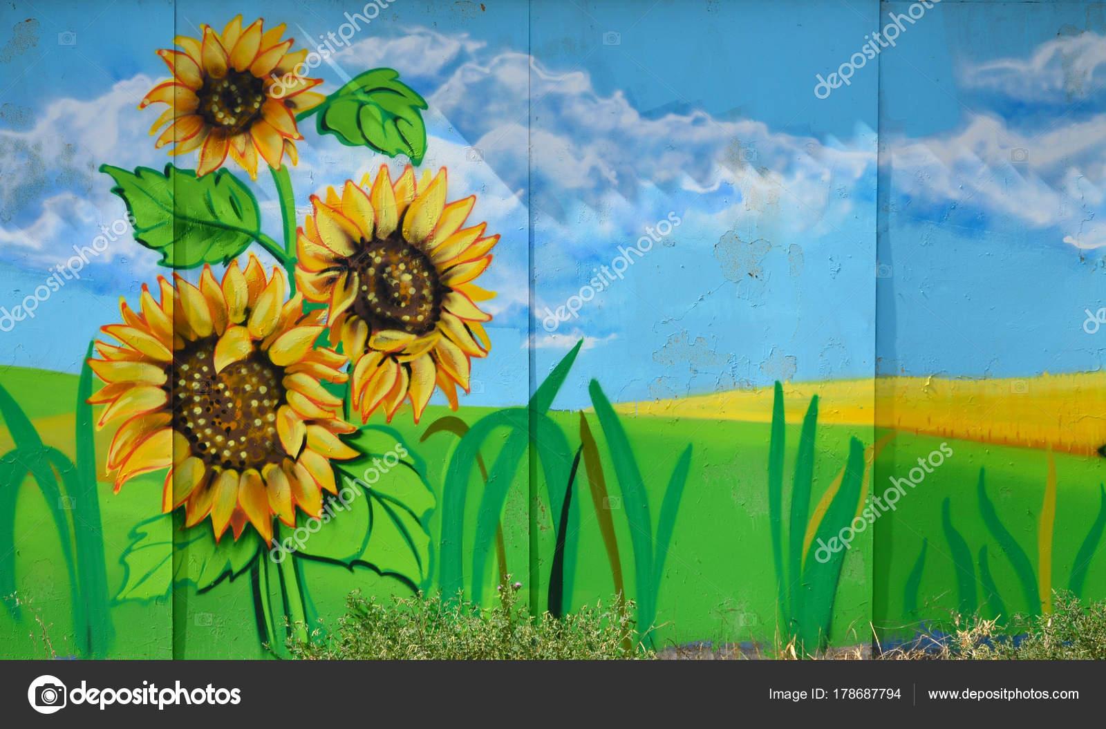 Die Alte Mauer Farbe Graffiti Zeichnen Mit Aerosol Farben Lackiert ...