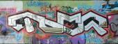A régi falra festett színes graffiti rajz piros aeroszol festékek. A téma a rajz és a graffiti street art háttérkép