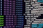 Fotografie Makro-Snapshot der Programmoberfläche für Krypto Währung Bergbau auf dem Monitor eines Büro-Computers. Das Konzept der Bergbau Bitcoins. Den Fluss von Informationen Saiten und Daten