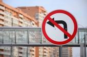 Fotografie Odbočit vlevo je zakázáno. Dopravní značka s přeškrtnutá šipka