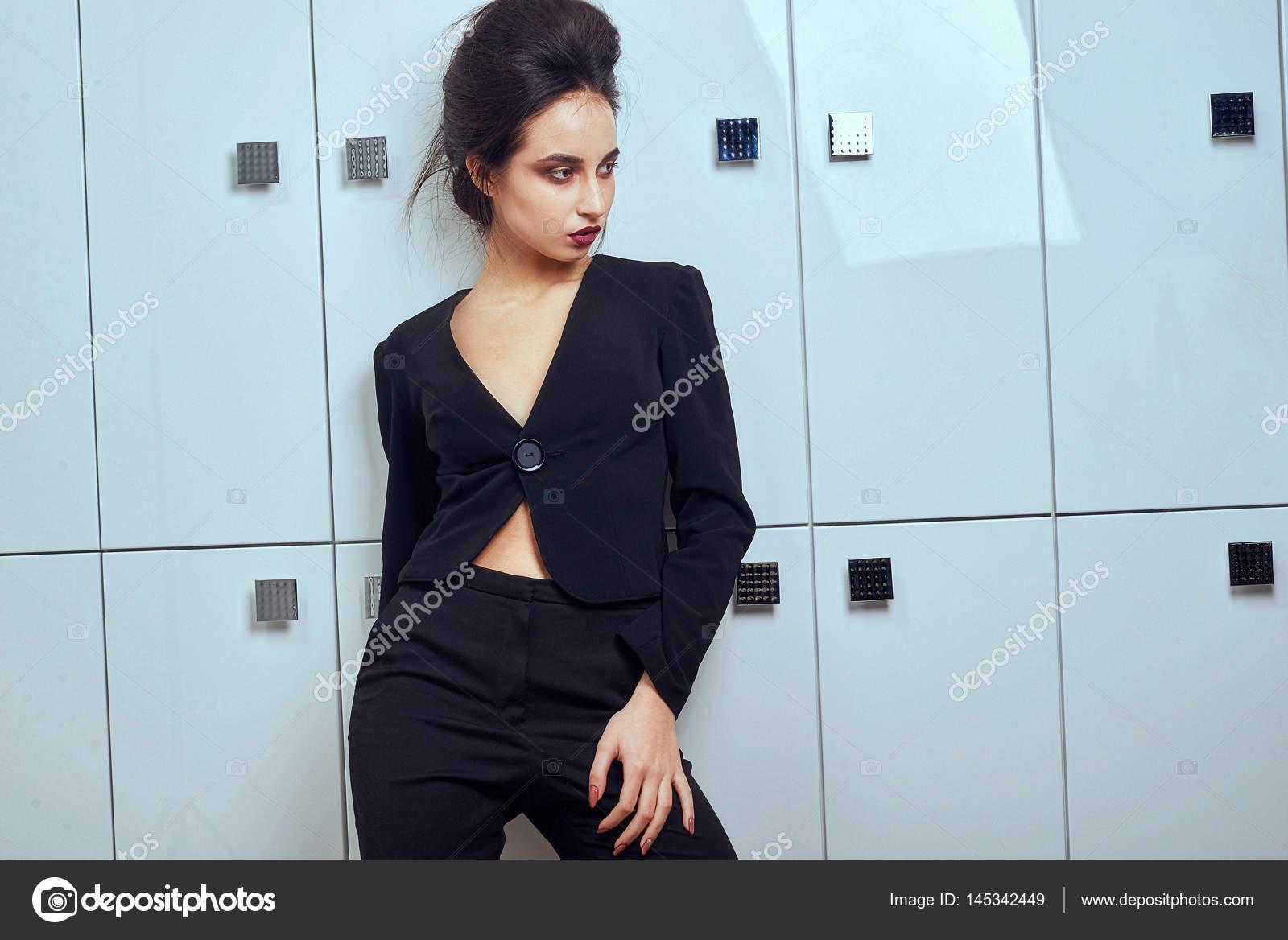 Ufficio Stile Moda : Bella donna sexy indossare velluto di seta vestito di abiti per