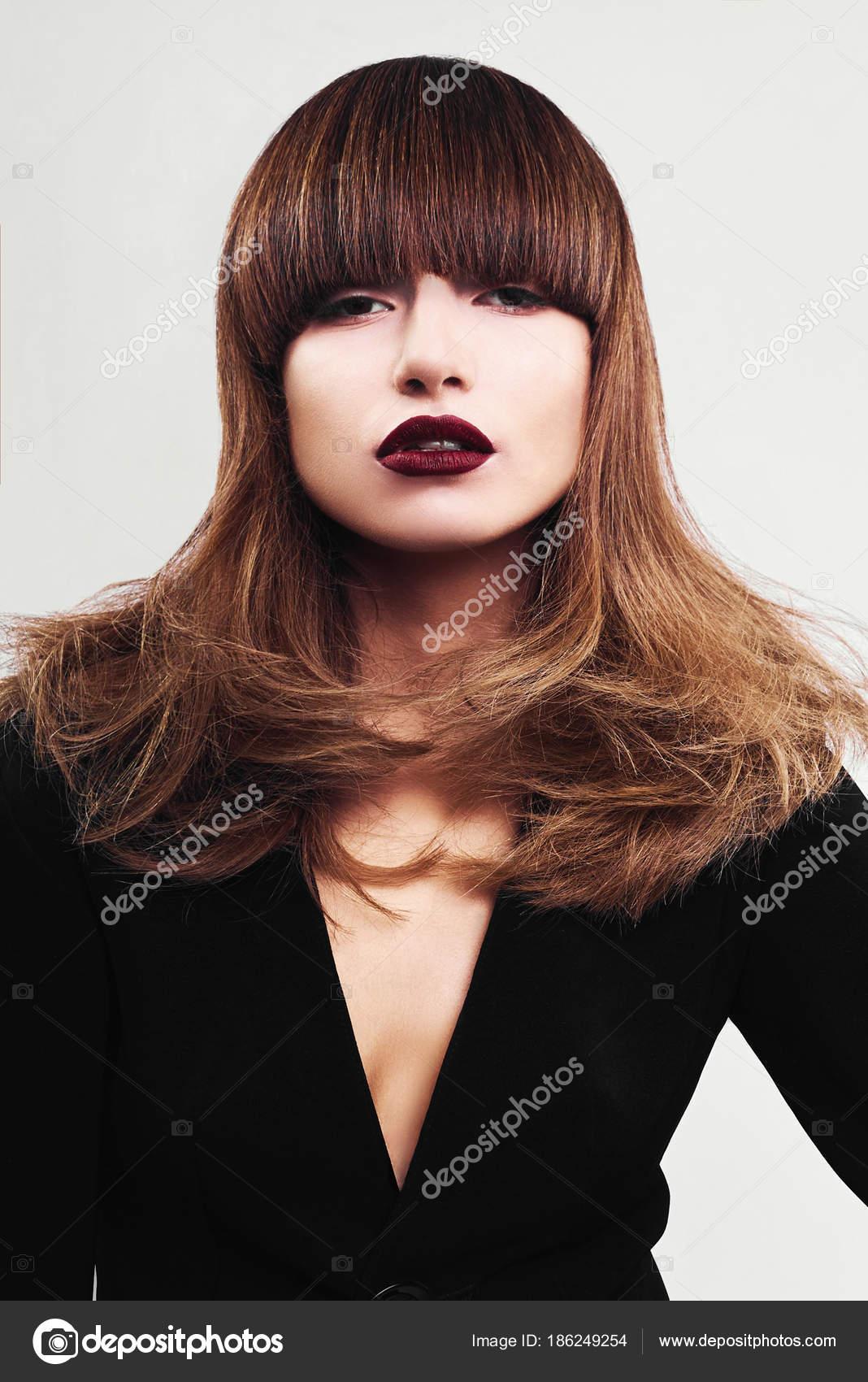 Tam yüz için büyüleyici saç kesimi