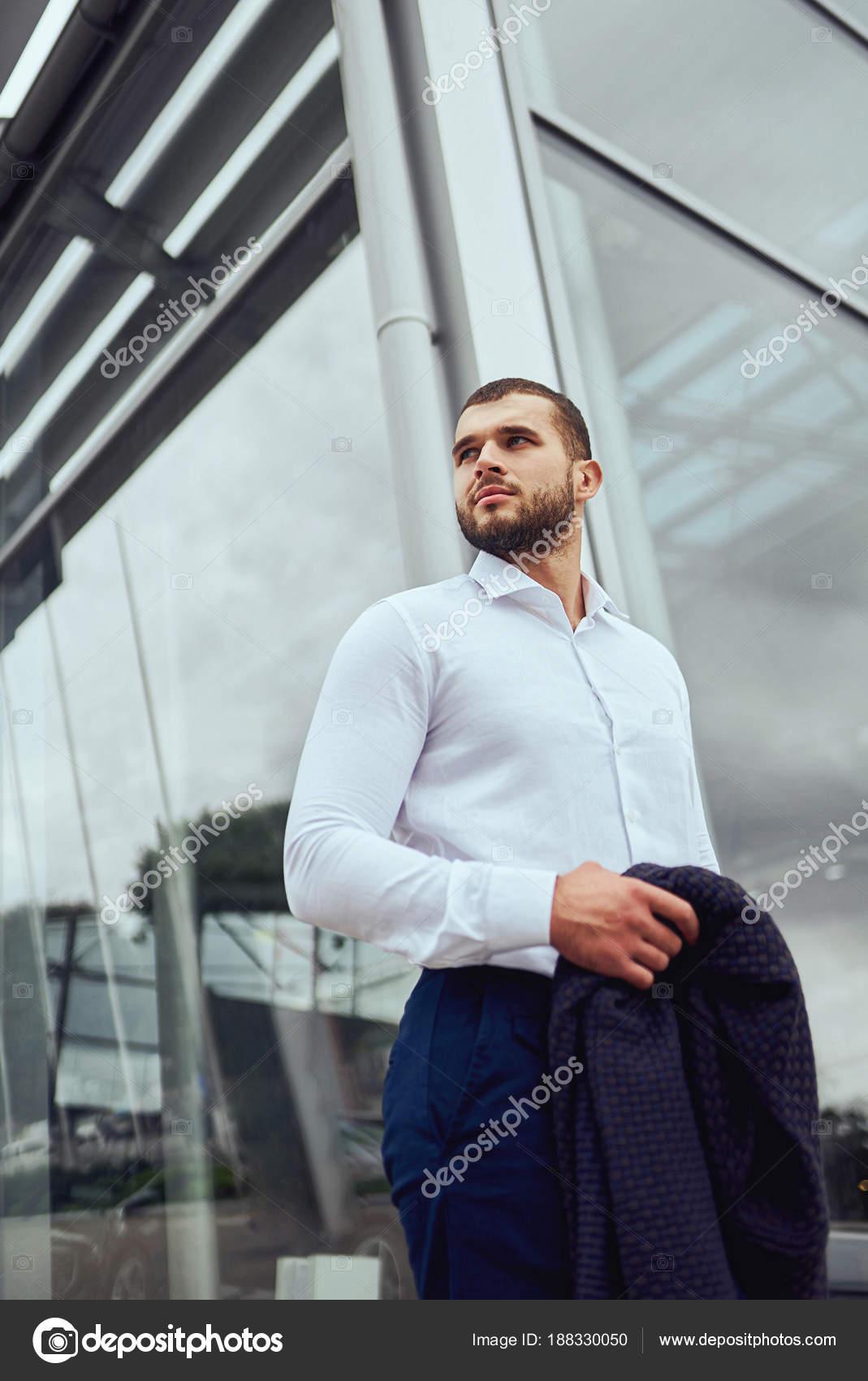 Ritratto di un ragazzo alla moda 93326c91ee7a