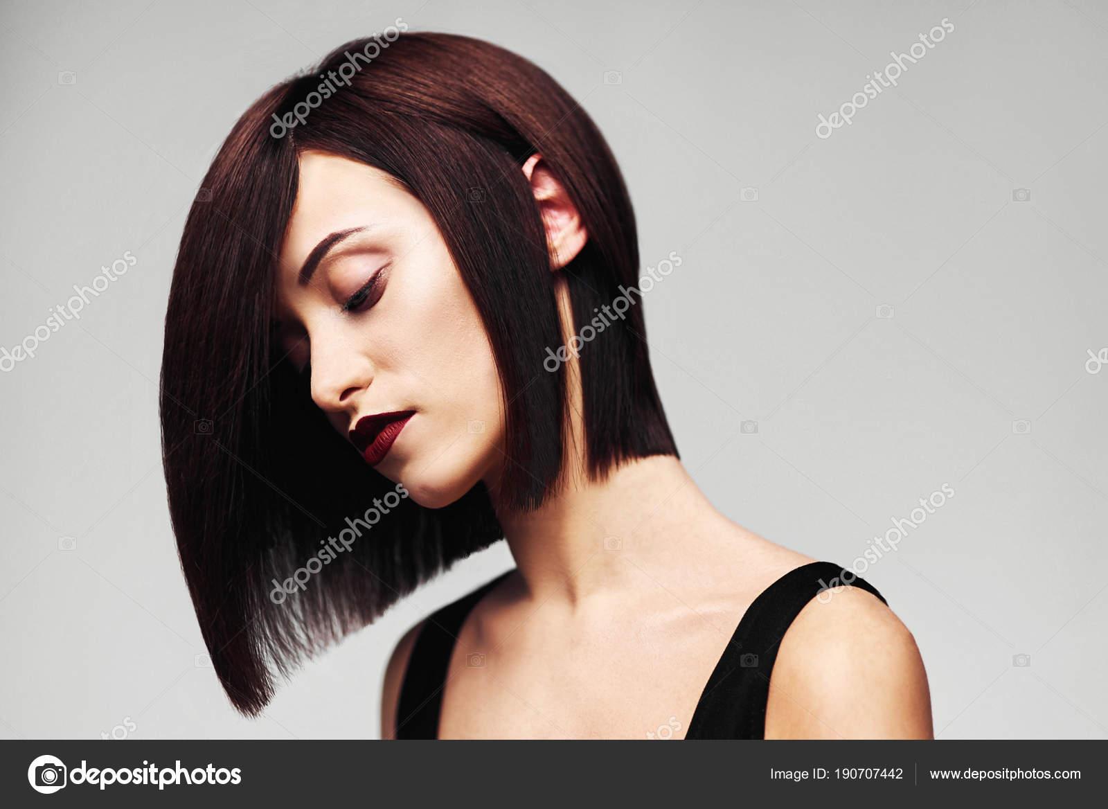 Model Z Doskonałą Długo Błyszczące Brązowe Włosy Close Up