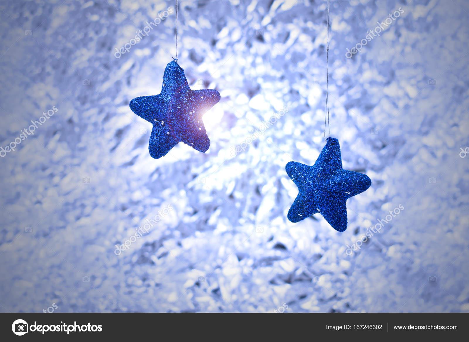 02a6f07ebb7 Αστέρων διακόσμηση Χριστουγέννων. Ασημί χριστουγεννιάτικο φόντο — Εικόνα  από ...
