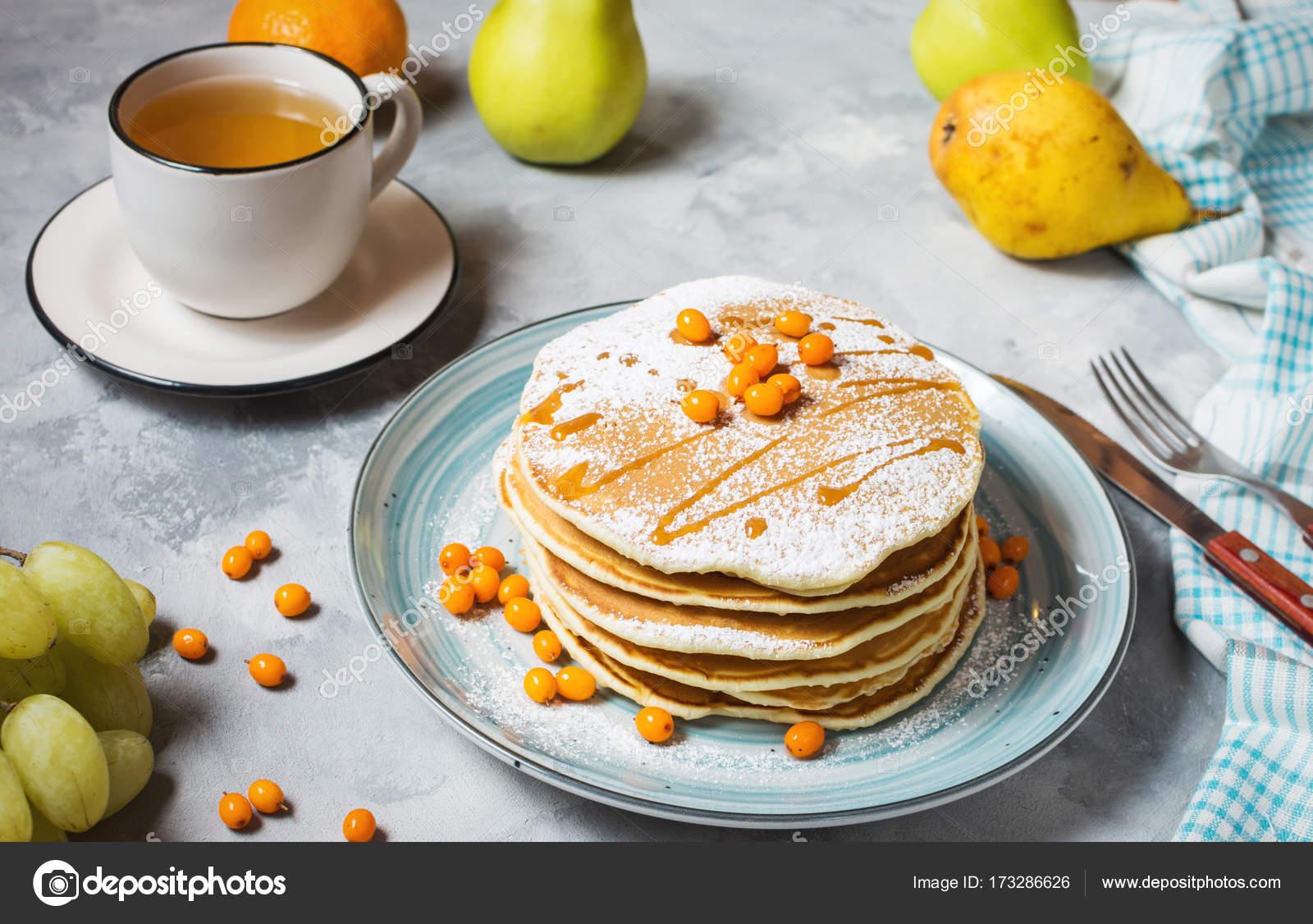Petit déjeuner fait maison : style américain crêpes servis avec des ...