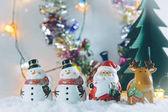 Santa claus, sobů a sněhulák Veselé Vánoce