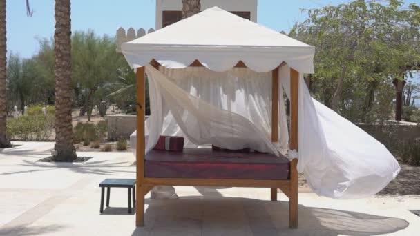 Bed Gordijn 9 : Bed van het prieel tuin wind waait gordijnen van gazebo
