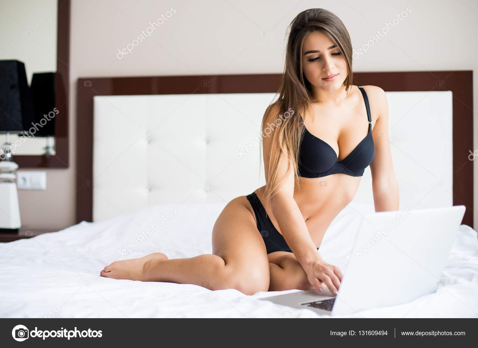 devushki-v-posteli-foto-v-bele-sayt-lyubiteley-porno-v-onlayn