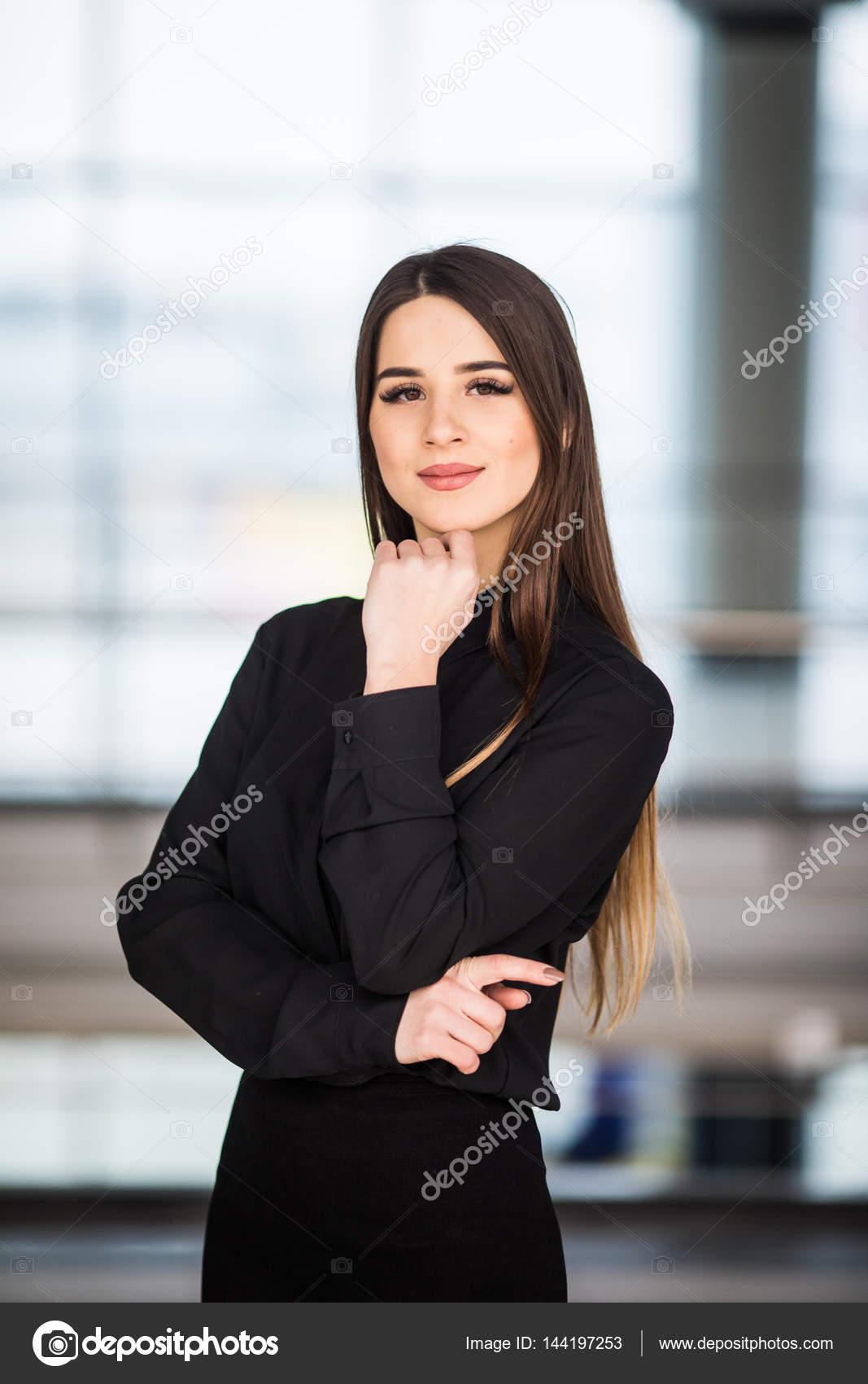 Moderne Business Frau Im Büro Hintergrund Stockfoto Dangrytsku