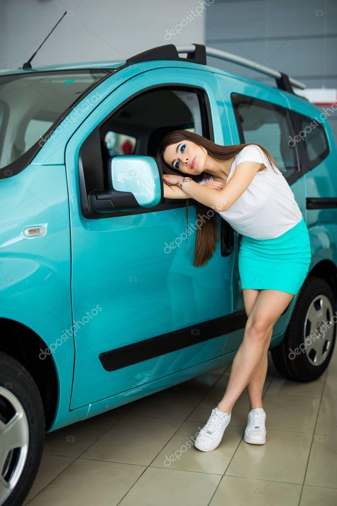 Фото анюты где она в машине