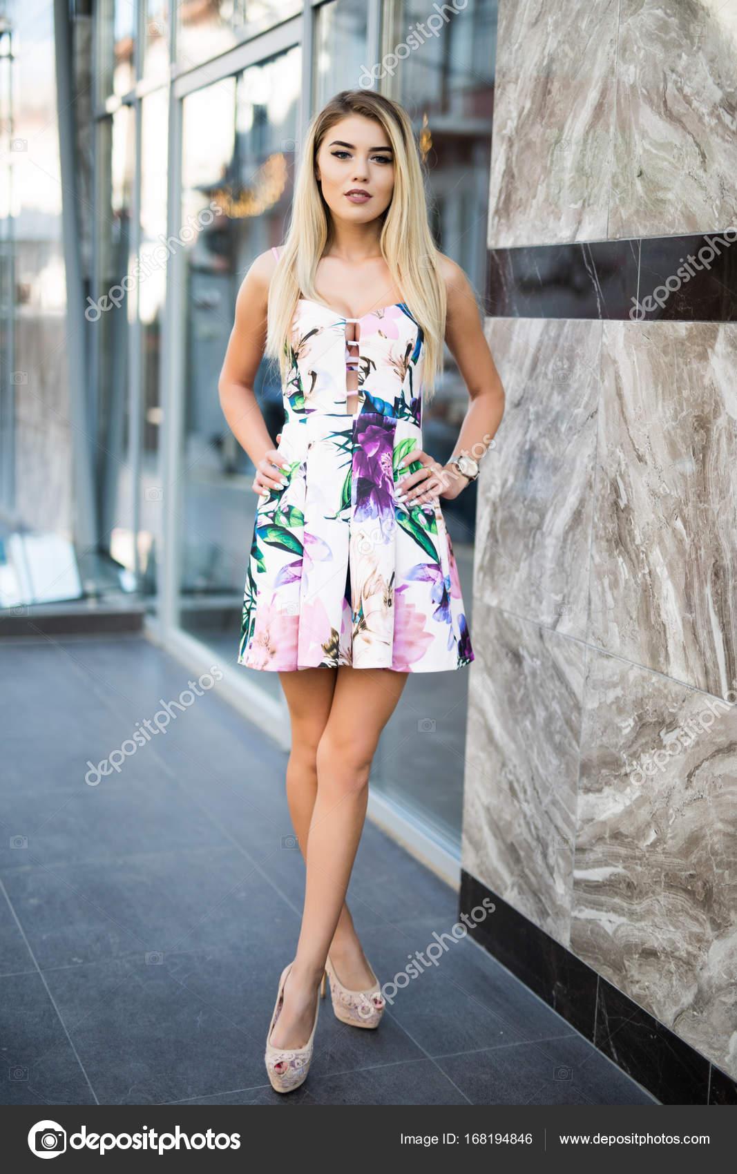 Красивые и сексуальные платья на лето