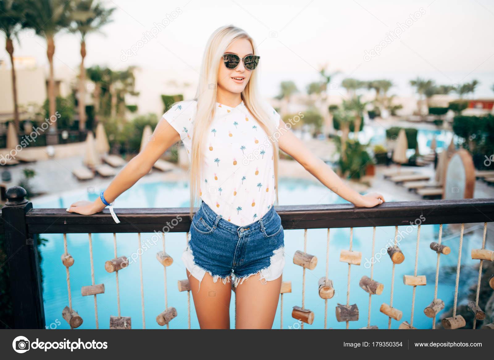Загорелая блондинка фото с длинные волосы, порно фото казашек в возрасте ебут молодые
