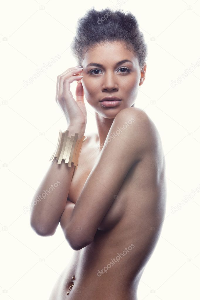 Studio shoot of an african american female nude model — Photo by  vostrikov_stocks.mail.ru| ...