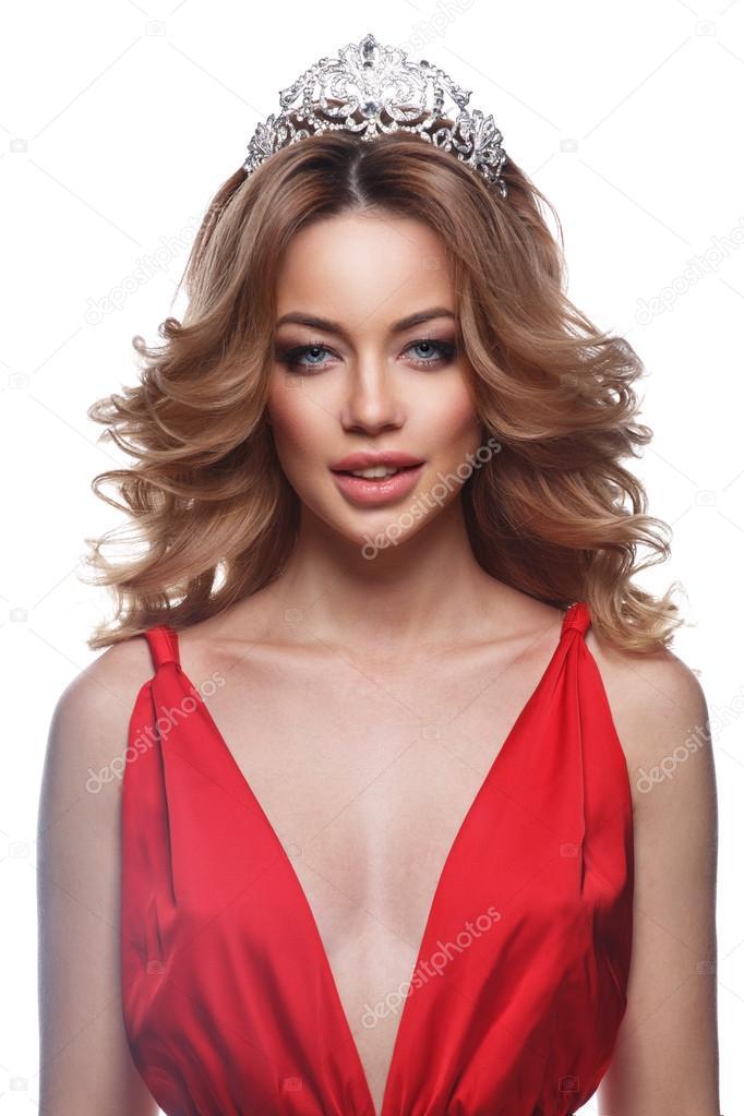 Porträt der Königin der Schönheit in der smart Abendkleid ...