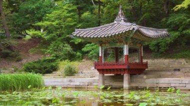 Pavilony v Huwon (Secret Garden) Changdeokgung Palace. Soul, Jižní Korea