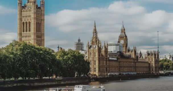 Schöne Aussicht auf große Ben und Häuser des Parlaments