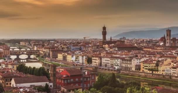 Krásný výhled na hart úžasné Florencie města a katedrály při východu slunce, Florencie, Itálie