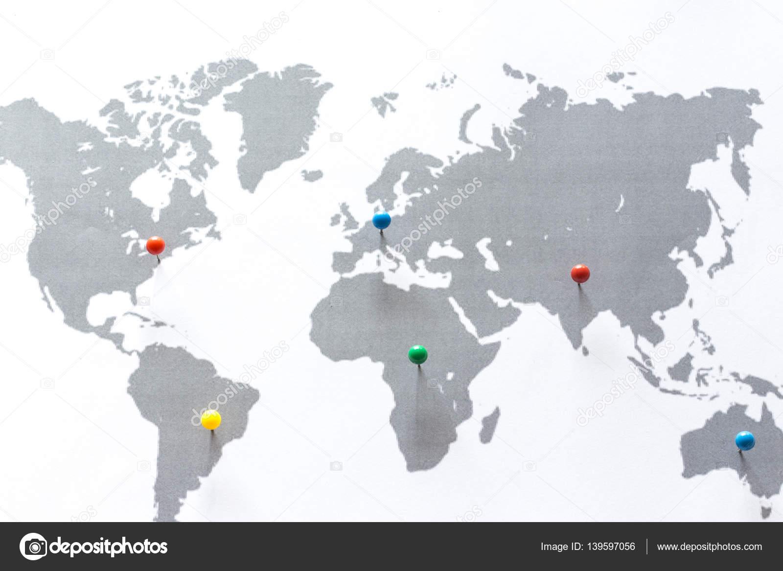 weltkarte mit pins Weltkarte mit Pins auf den Kontinenten — Stockfoto © coscaron  weltkarte mit pins