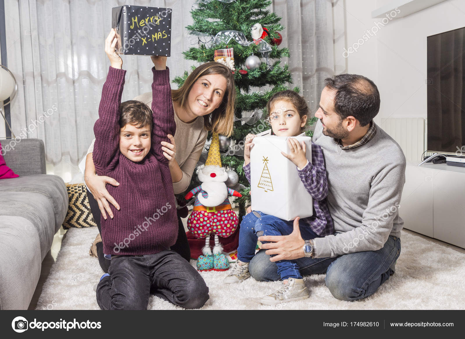 Family giving christmas gifts — Stock Photo © coscaron #174982610