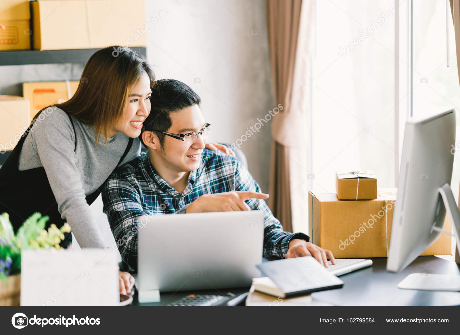 Entreprise Familiale De Demarrage Jeune Couple Asiatique
