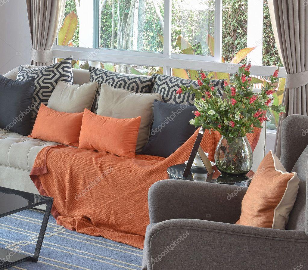 Awe Inspiring Moderne Woonkamer Design Met Bruine En Oranje Tweed Sofa En Machost Co Dining Chair Design Ideas Machostcouk