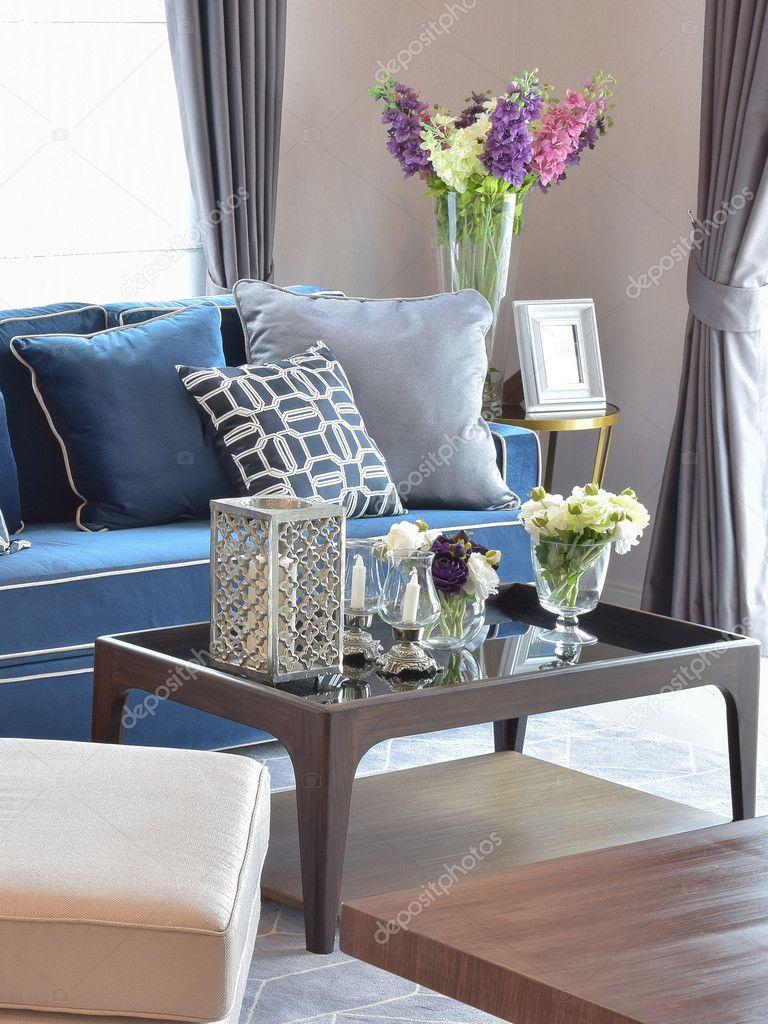 Romantisches Candle Set Mit Beige Und Blau Modernes Klassisches Sofa Im  Warmen Wohnzimmer U2014 Stockfoto