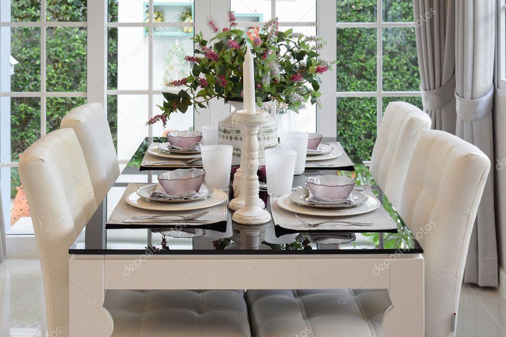 Sillones comodos con estilo   mesa de comedor y cómodos sillones de ...