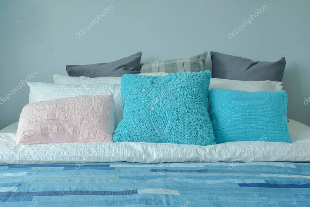 Tiener Slaapkamer Kleuren.Blauwe Kleur Regeling Tiener Slaapkamer Met Kleurrijke Kussens Op
