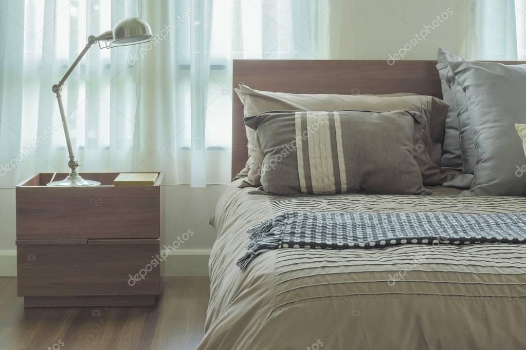 Modernen Landhausstil Betten Und Leselampe U2014 Stockfoto