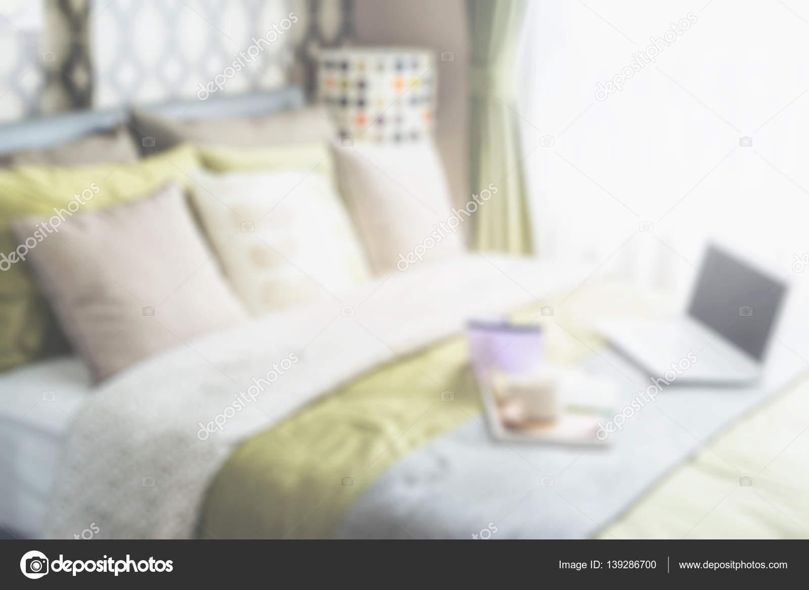 Retro Schlafzimmer Stil Mit Bunten Kissen Und Polka Dot Lampe   Für Den  Hintergrund Unscharf