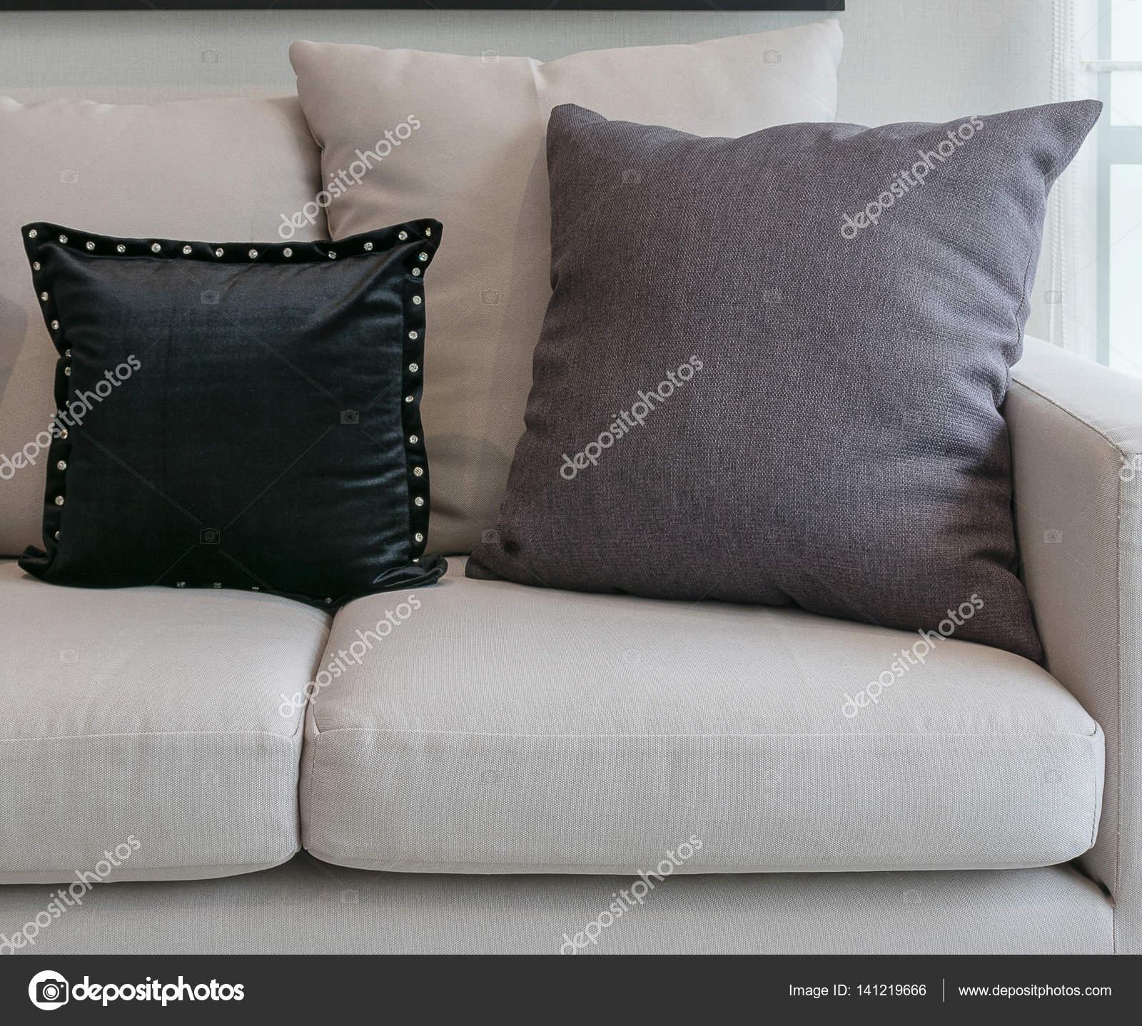 fehér kanapé nappali belső fekete és szürke párnák — Stock Fotó ...