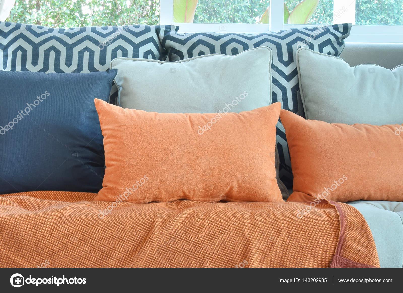 Divano Arancione E Marrone : Design moderno salotto con divano tweed marrone e arancione e neri