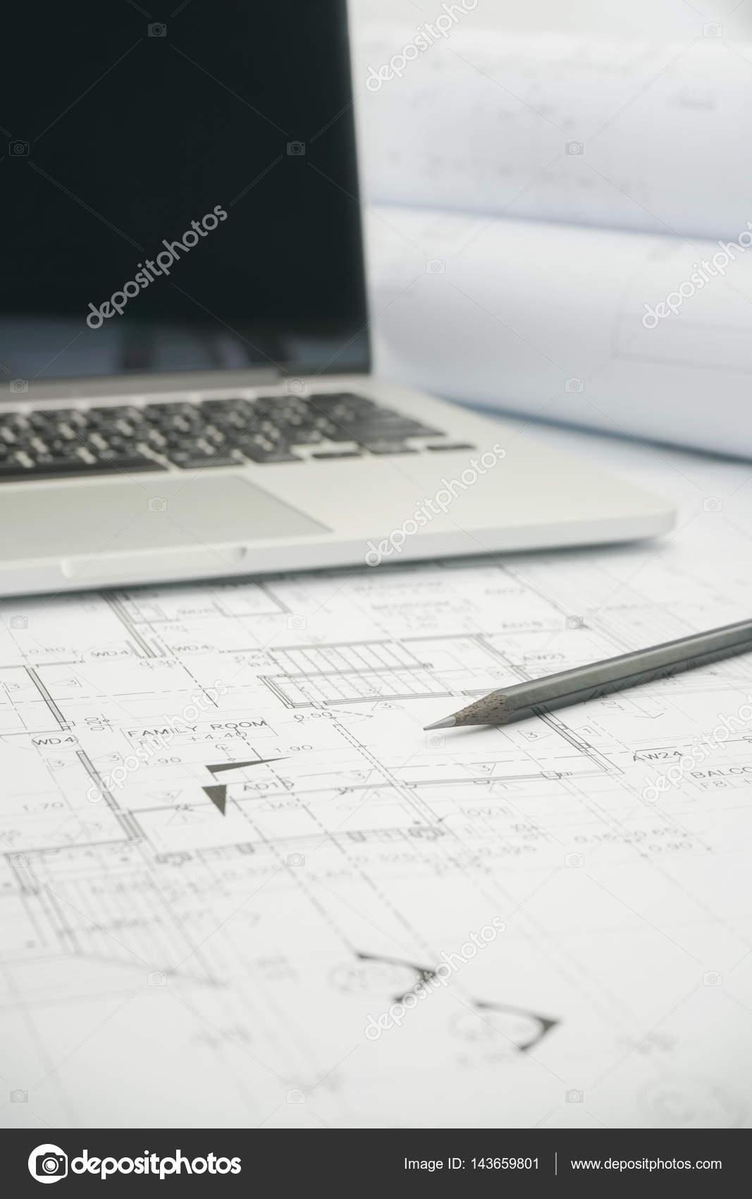 Negro lpiz y computadora porttil de papel de dibujo arquitectnico negro lpiz y computadora porttil de papel de dibujo arquitectnico para la construccin fotos de malvernweather Image collections