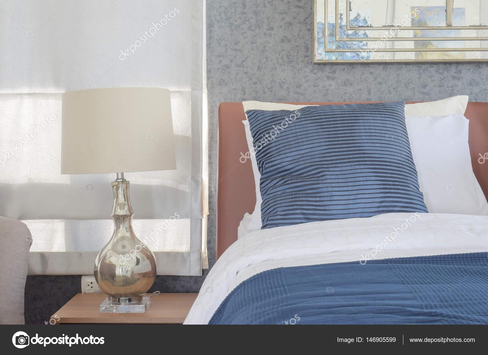 Blau Bettwäsche-Stil und klassischen Stil weiße Leselampe im ...