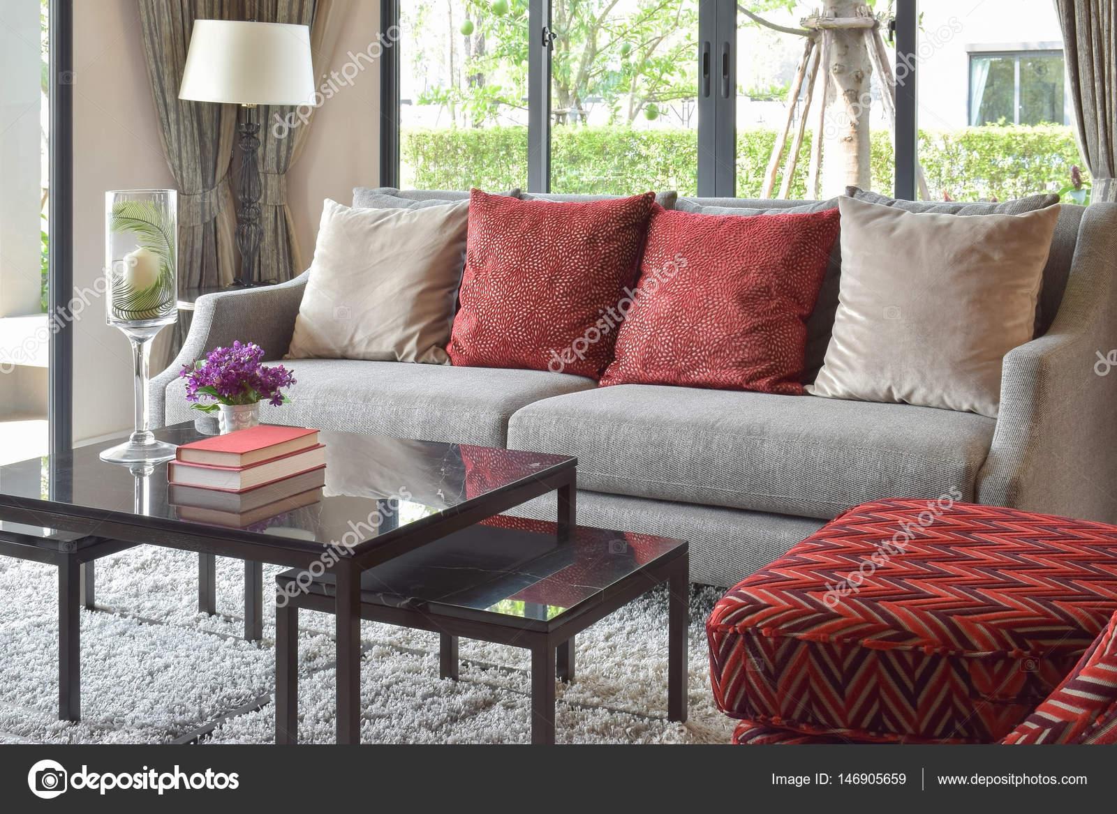 Design Woonkamer Decoratie : Moderne woonkamer design met rode kussens op de bank en