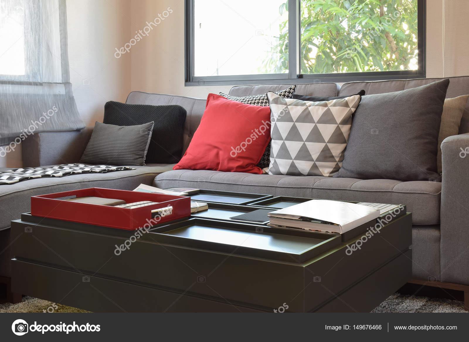 Moderne Wohnzimmer Design Mit Roten Und Grauen Kissen Auf Sofa U2014 Stockfoto