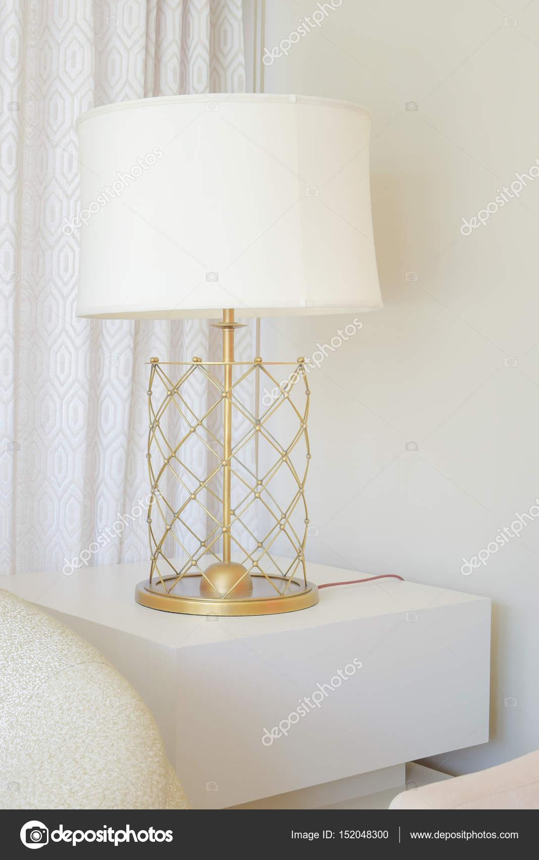 depositphotos 152048300 stock photo white shade table lamp with 5 Élégant Lampe Sejour Kgit4