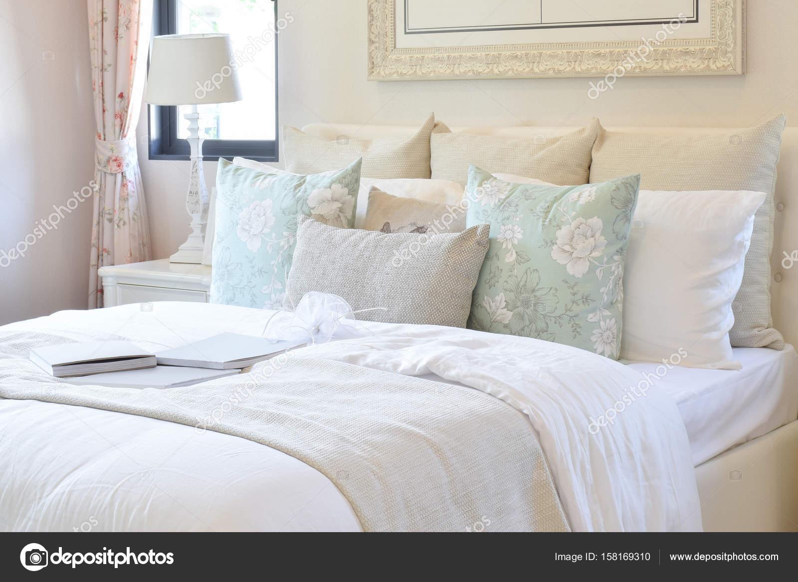 Sypialnia Vintage Wnętrza Z Kwiat Poduszki I Dekoracyjne