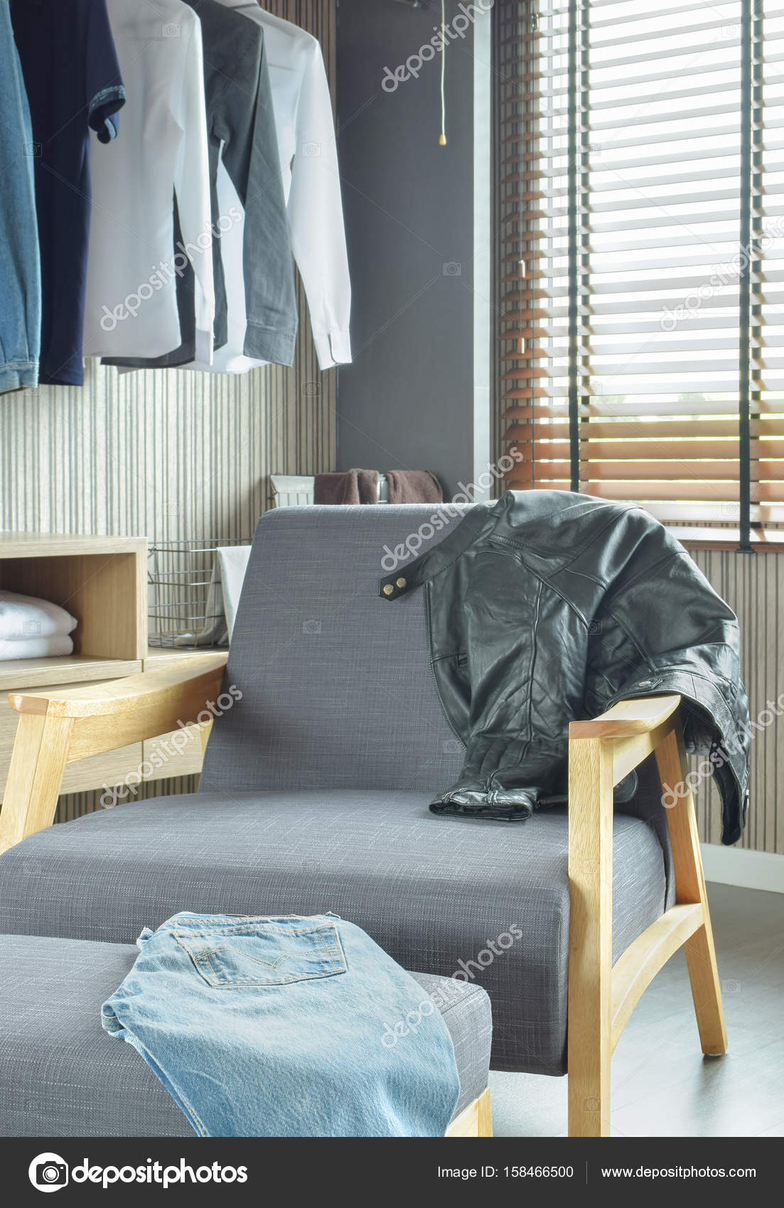 Mooie Lounge Stoel.Nice Lounge Chair In Walk In Closet Stock Photo