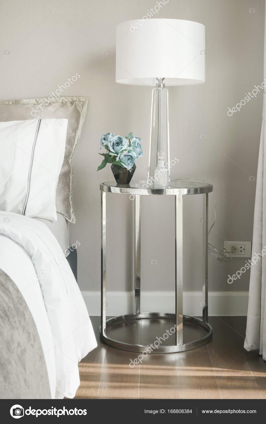 Pantalla blanca de lectura lámpara y rosa azul en vidrio acero inox ...