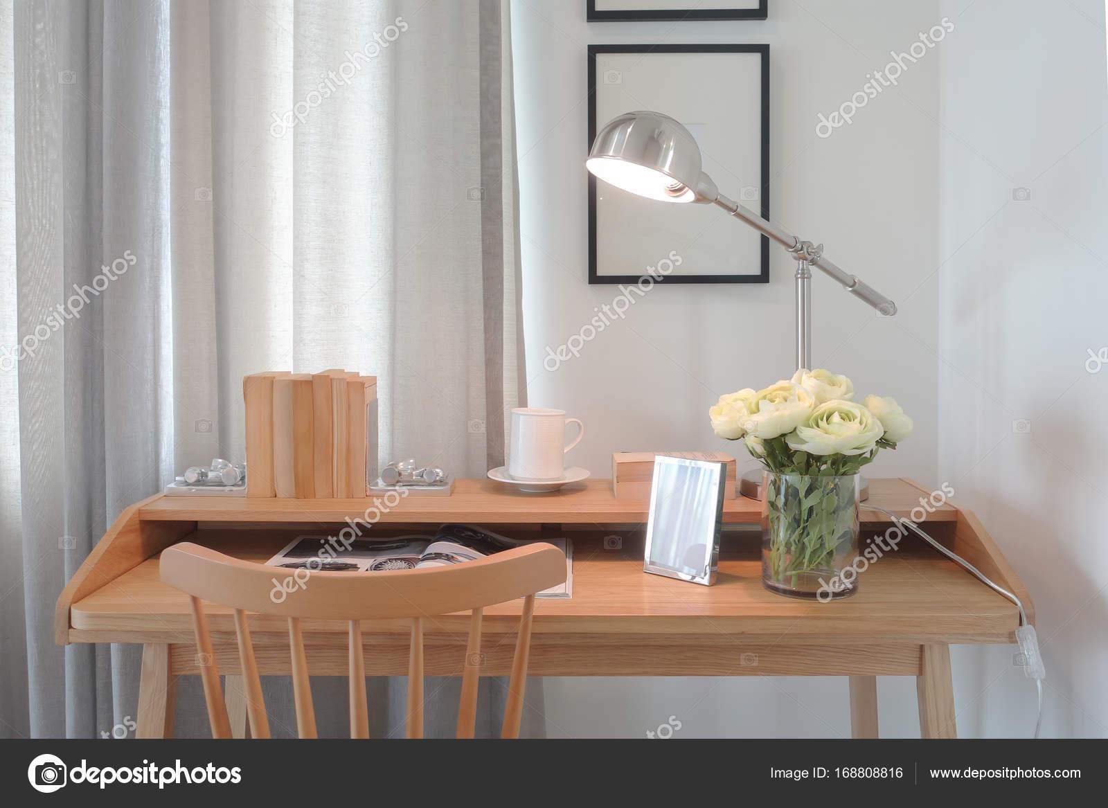 Lampade Da Tavolo Lavoro : Tavolo di lavoro in legno di stile classico moderno con stile
